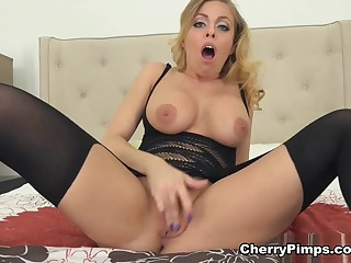 Britney Amber almost One Hot Circle Unannounced Stockings - CherryPimps