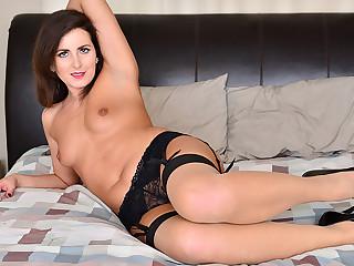 Helena Price respecting Na�ve Tits - Anilos