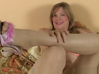American milf Payton Leigh gets discomposed beside nylon stockings
