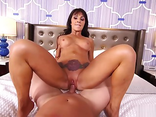 MomPov Laila - Beautiful ignorance cougar's first porn E452