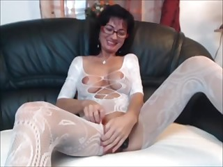 Sexy brunette MILF in assembly stocking plays far herself