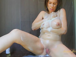 Kelly Capone in Tongue-lashing Pic - AuntJudys