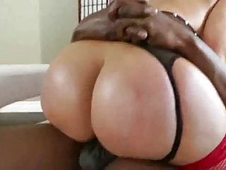 Thick Bubble Booty MILF Fucks Successful Blarney