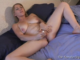 MILF with Big Pussy Chops and Wet Orgasms
